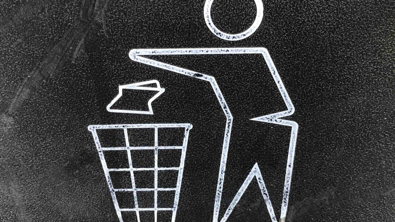 ゴミを片づける人に感謝